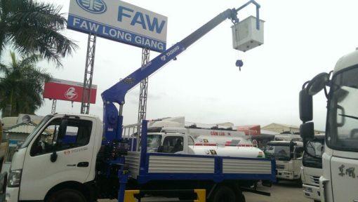 HINO XZU 720 gắn cẩu 2.7 Tấn – Cẩu TADANO 3 tấn