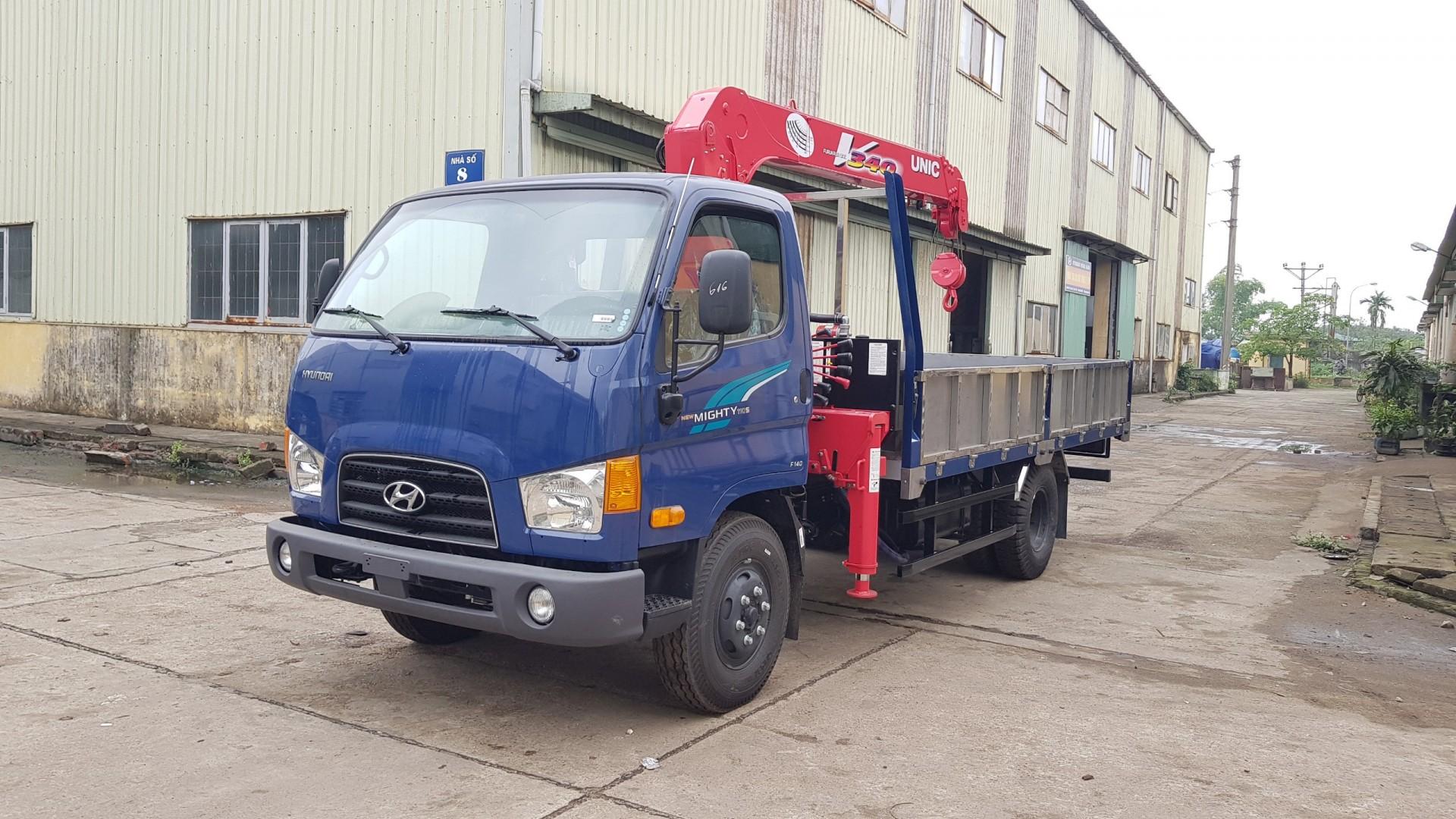 HYUNDAI gắn cẩu 110S tải 5.85 tấn – Cẩu UNIC 3 tấn